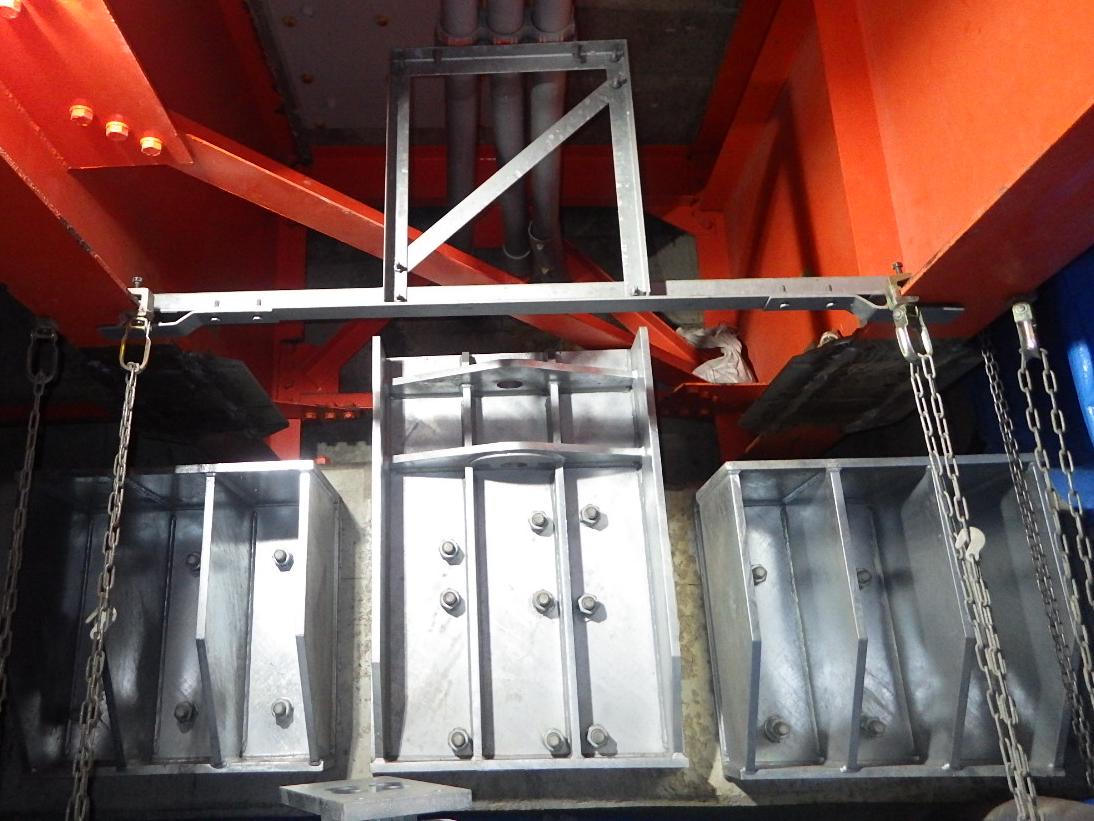 鋼製ブラケット・排水管等
